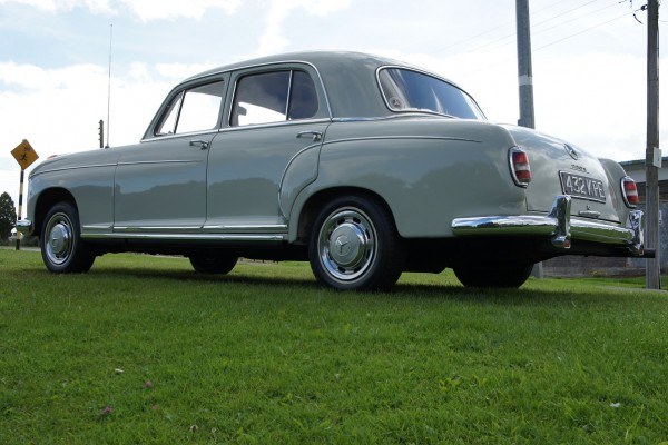 Mercedes 220  (2)
