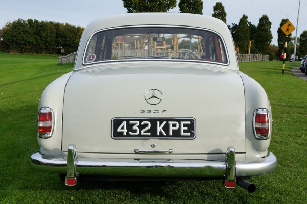Mercedes 220  (9)